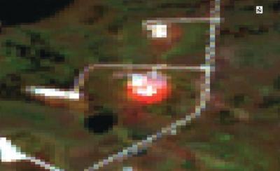 Рис. 3. Горение факельной установки на Аганском лицензионном участке (синтез каналов 7-3-1 Landsat-8 дата съёмки 27.09.2014г.)