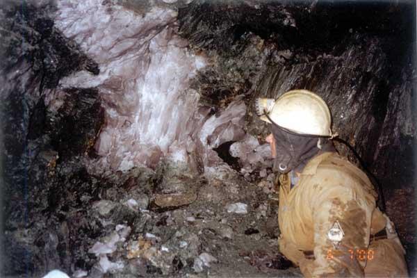 Рис.2. Размер кристаллов достигал 60 см по длинной оси, вес 50 кг.